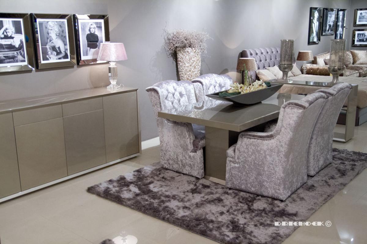 Woonkamer modern landelijk en romantisch driehoek meubelen - Moderne eetkamer en woonkamer ...
