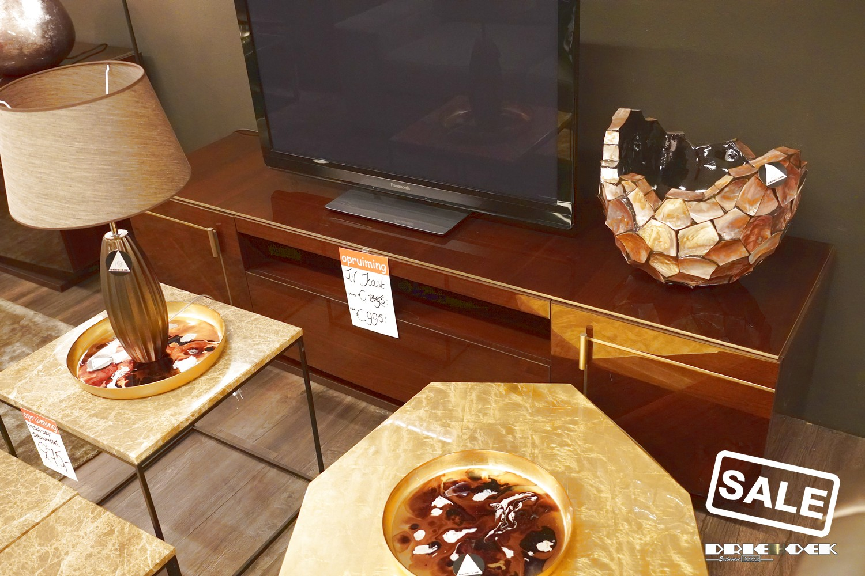 Originele meubels. Dit betekent dat vaak nieuwe meubels en showroommodellen plaats moeten maken voor nieuwe collecties